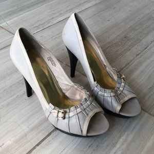 Michael Kors grey and cream open toe shoes 8 1/2